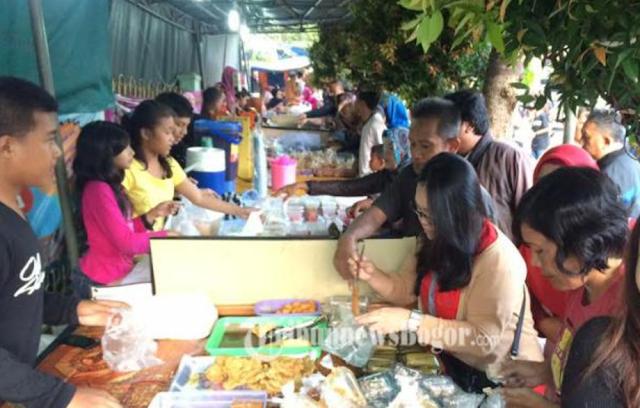 Niat Hati Mau Tolong Pedagang Takjil yang Sepi Pembeli, Wanita Ini Malah Diejek Oleh Pedagang Takjil Tersebut, Balasan Wanita Ini Sungguh Menohok!!