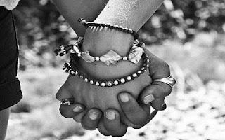 Stretta di mano tra amici