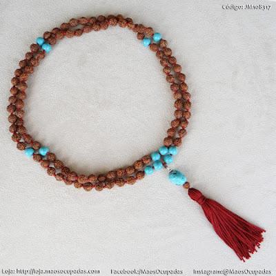 este colar japamala de 108 contas é de sementes de rudraksha e pedra turquesa