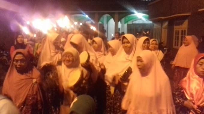 Sambut Tahun Baru Islam, Ribuan Warga RW 01 Beji Pawai Obor
