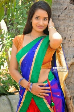 Santoshi Sharma Showing Sexy Navel In Saree Side View Photos