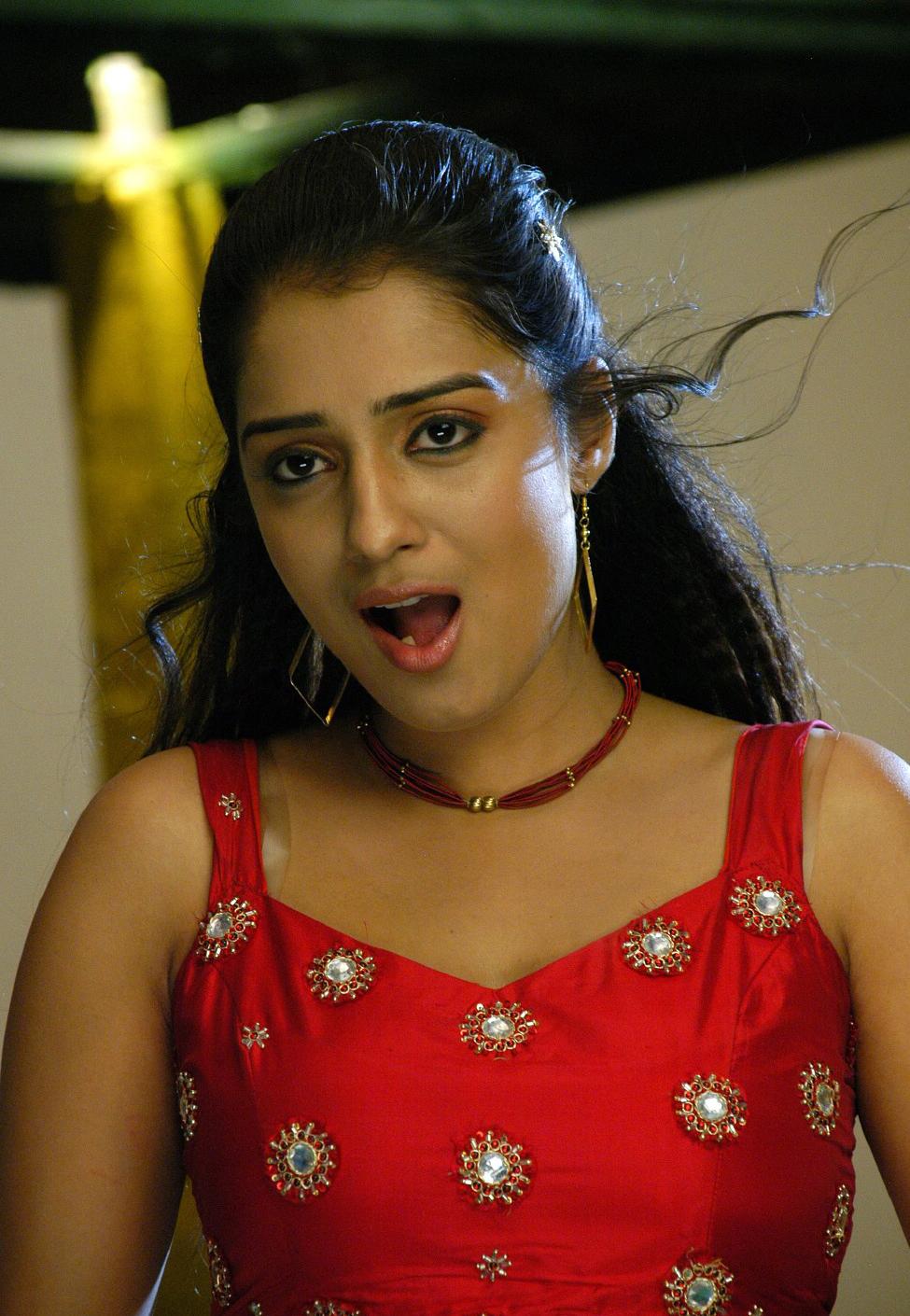 Beauty Galore Hd  Actress Nikitha Thukral Giving Hot -3445