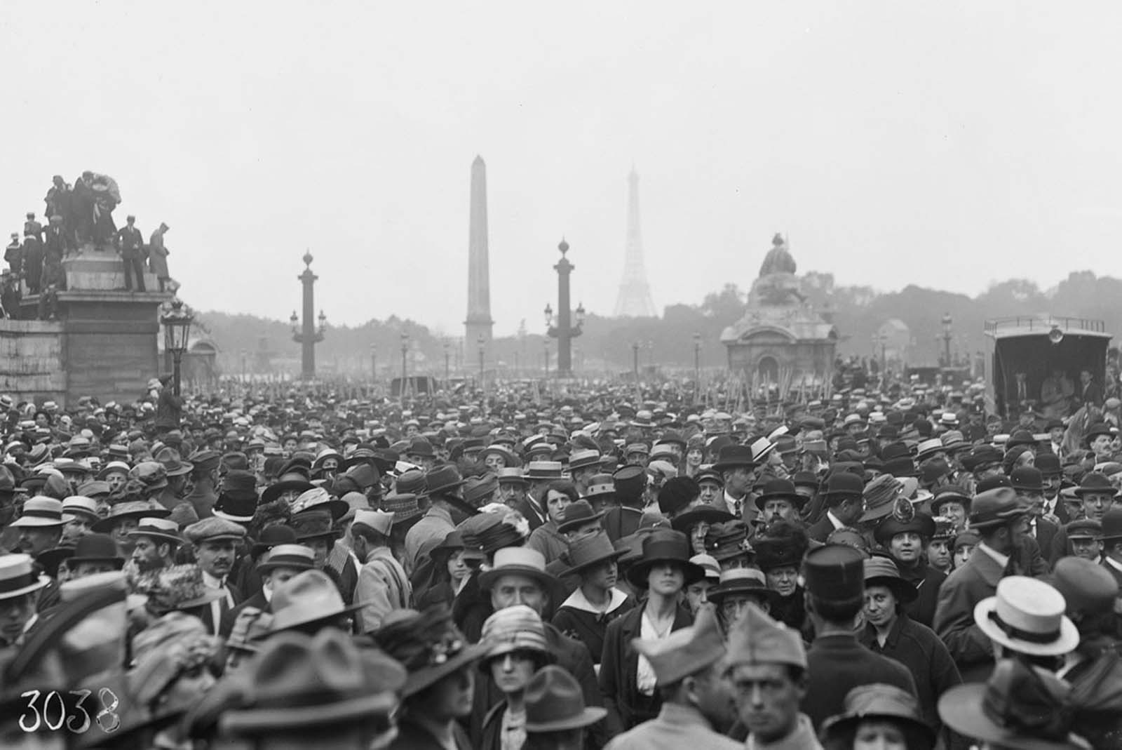 A crowd gathers in the Place de la Concorde, Paris, on July 4th, 1918, to see the American troops march in the parade to celebrate American Independence Day.