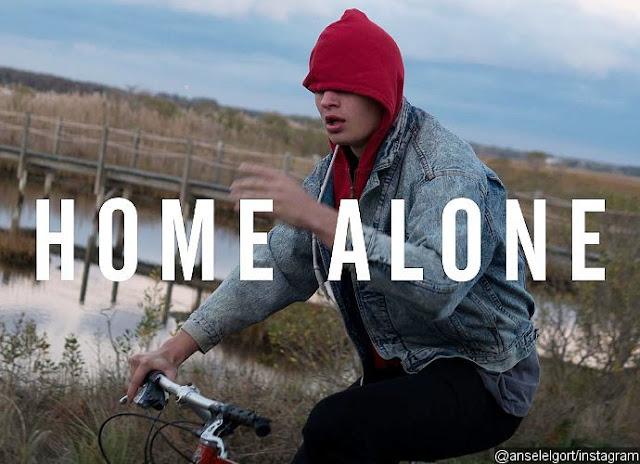 """Ansel Elgort lanza su sencillo debut """"Home Alone"""""""