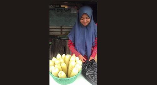 Foto Penjual Jagung Cantik Asal Jalancagak, Subang