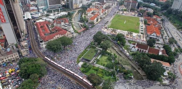 Tolak Ratifikasi Konvensi Anti-Diskriminasi, Ratusan Ribu Massa Gelar Aksi 812 di Malaysia