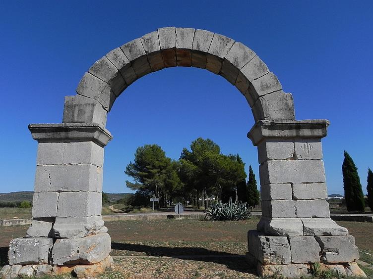 Arco romano de Cabanes em Valência, Espanha