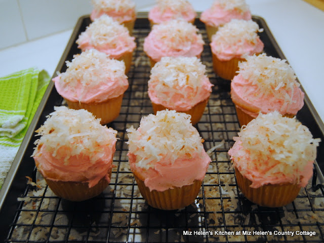 Egg Nest Cupcakes at Miz Helen's Country Cottage