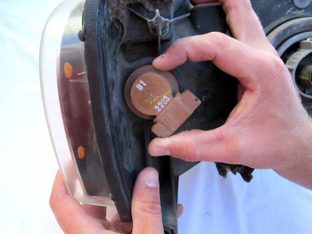 Comment changer une ampoule de clignotant avant