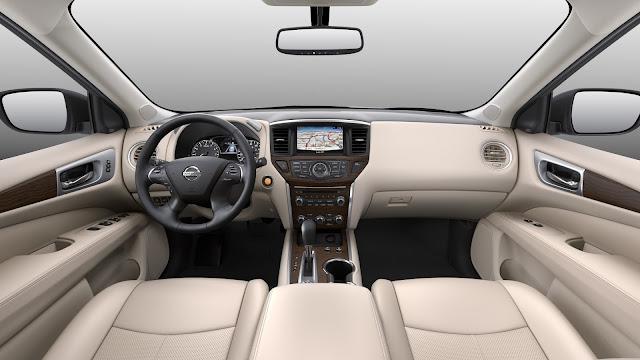 Interior view of 2017 Nissan Pathfinder Platinum 4WD