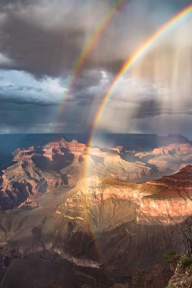 18 Pictures That Show How Nature Secretly Laughs At Us - That's what a rainbow can look like sometimes.