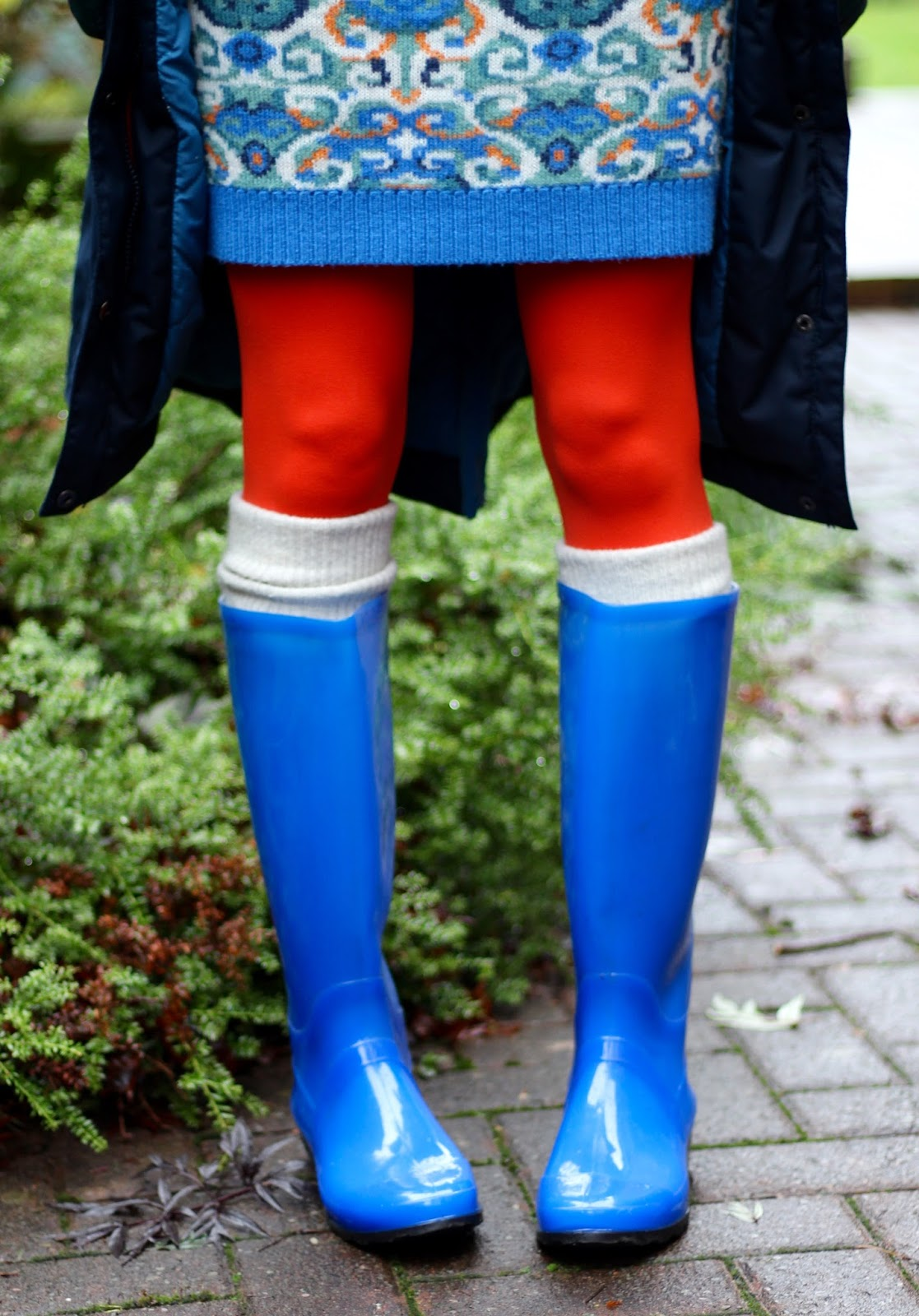 Wellies and orange tights | Fake fabulous