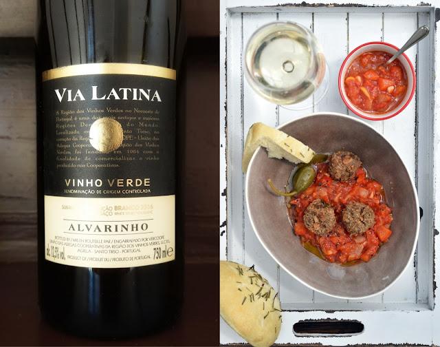 Vinho Verde mit Fleischbällchen und pikanter Tomatensauce