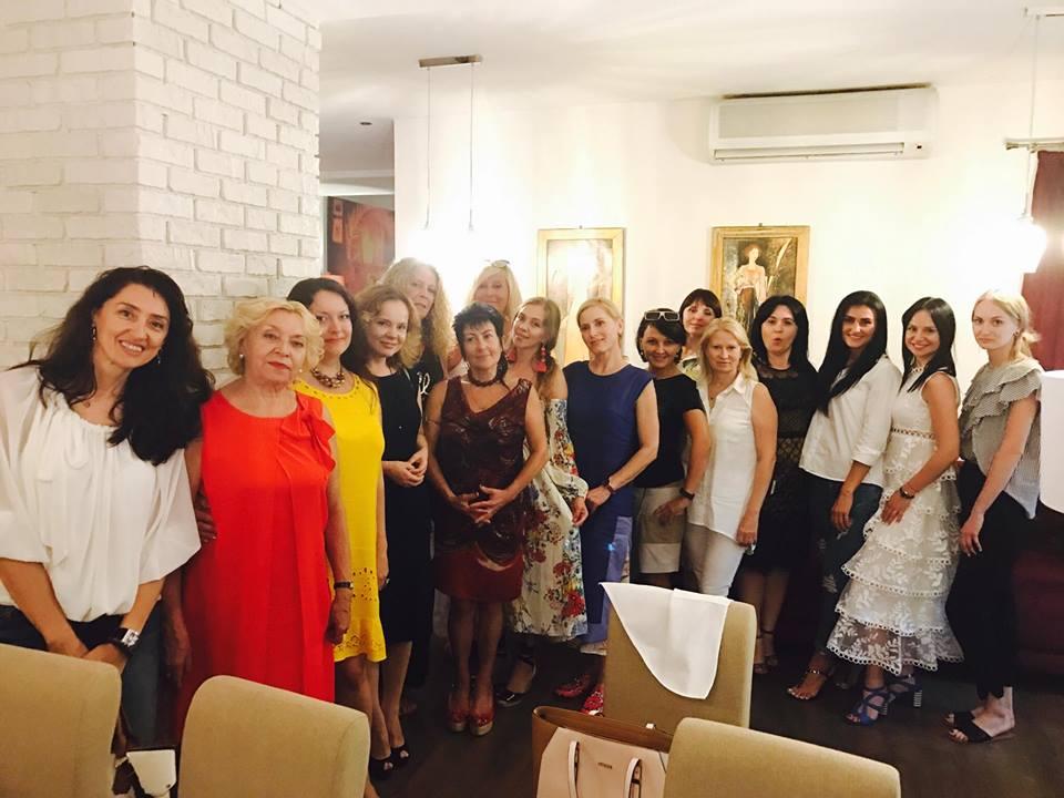 Женщины и один член