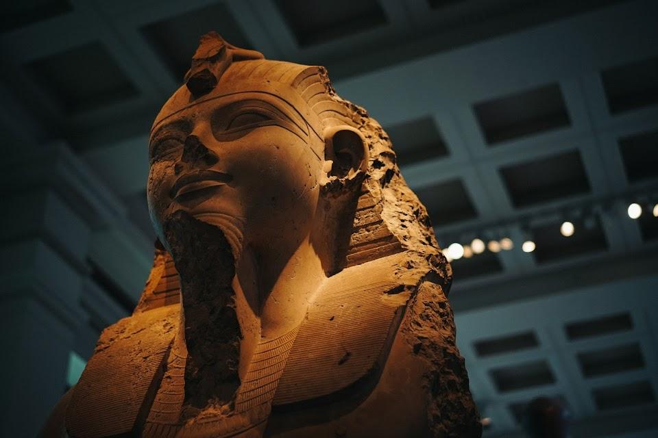 アメンホテプ3世像