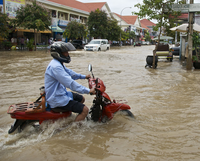 Inondations à Siem Reap. Photographie par Chris Lewis (CC)