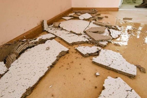 """Дощ """"змив"""" свіжий ремонт за 11 млн грн у школі"""