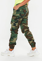 https://www.missguided.eu/khaki-premium-chain-camo-trousers-10105191