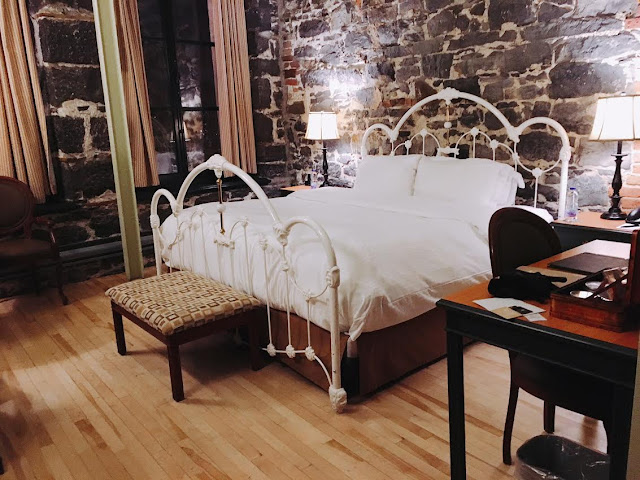 Deluxe King Bedroom with view at Auberge Du Vieux-Port Hotel in Montréal, Canada