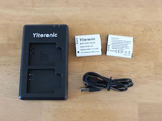 充電器とDB-110互換バッテリーとmicro-USBケーブル