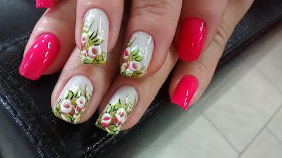 ver decoração de unhas em tons de rosa