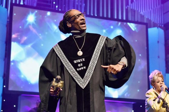 """Snoop Dogg lança clipe e faixas inéditas de seu polêmico álbum gospel """"Bible of Love"""""""