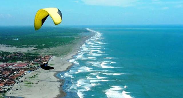 Tempat yang wajib di kunjungi di jogjakarta wisata pantai parangtritis
