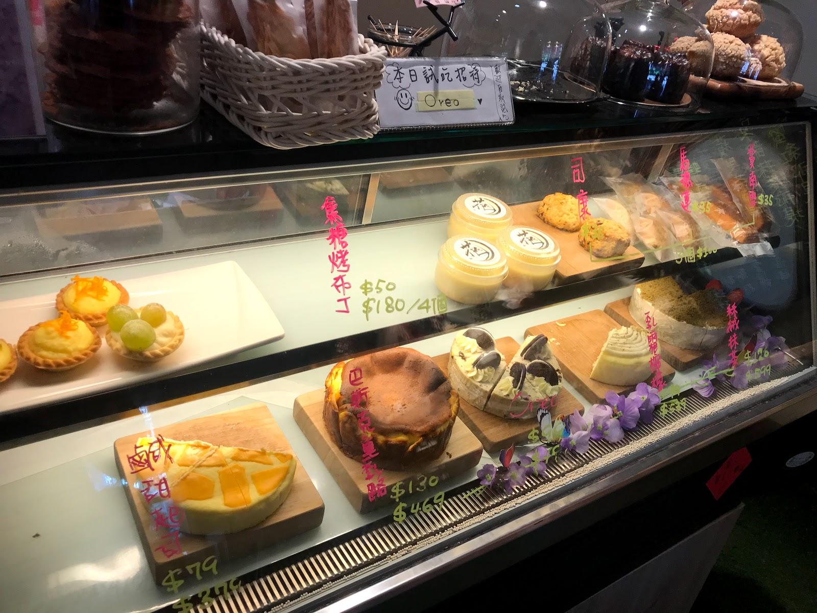 |花前月下 乾燥花x乳酪蛋糕專門|Google 評價 4.2星|阿罵養的貓陪你一起吃下午茶|水蜜桃泡芙|乾燥花乳酪蛋糕 [台南 新市]