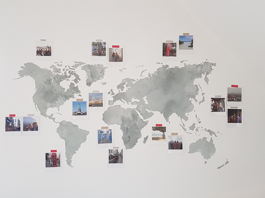 Weltkarte mit Polaroids