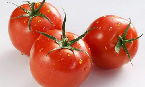 Cà chua chứa nhiều vitamin C có tác dụng trị nám