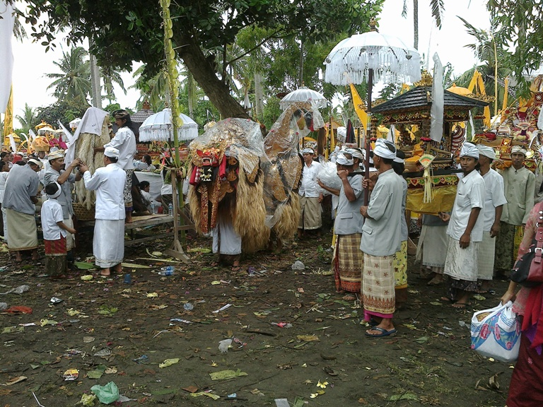 Friday, March 28, 2014 is the day for the Melasti ritual in Bali
