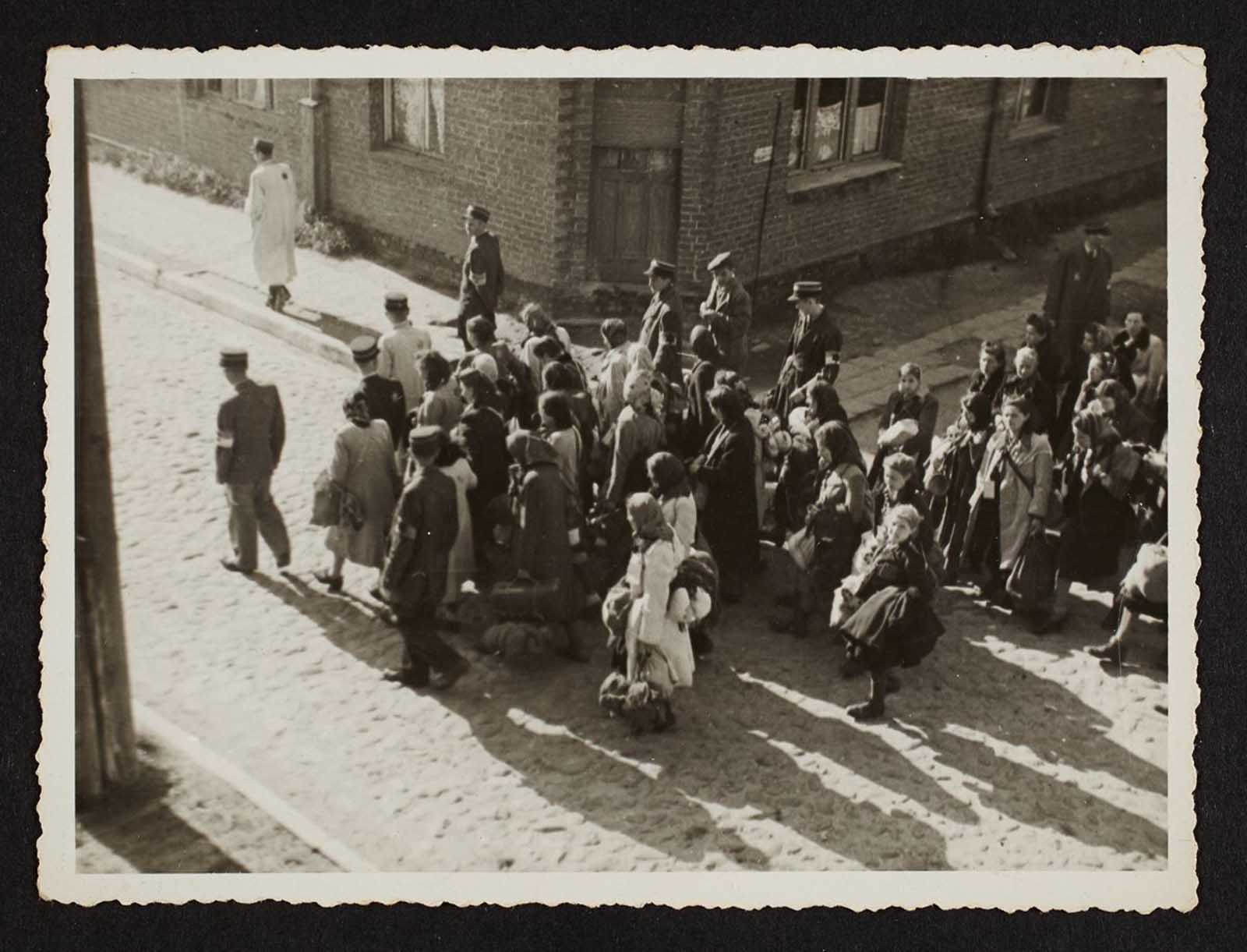 A mass deportation of ghetto residents. 1944.