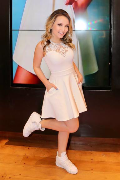 477f9c4654141 A atriz e cantora Larissa Manoela participou de um desfile especial na  tarde desta terça-feira