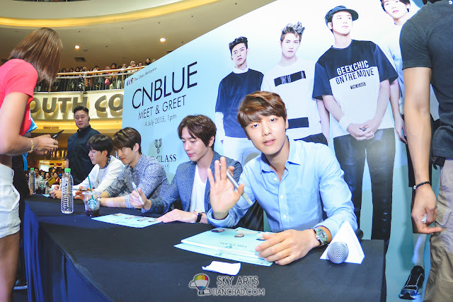 Meet N Greet Autograph session  - CNBLUE x The Class Meet & Greet @ Mid Valley Megamall MingHyuk waved hi!!