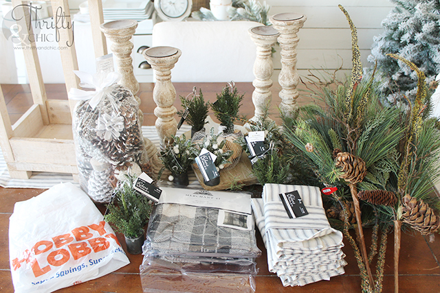 Farmhouse Christmas dining room decor and decorating ideas. Christmas tablescape decor and decorating ideas. Christmas place setting ideas. How to decorate your dining room table for Christmas. @HobbyLobby #HobbyLobbyFinds #ad