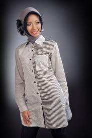 Model Baju Kemeja Motif Baris Wanita Lengan Panjang Muslim