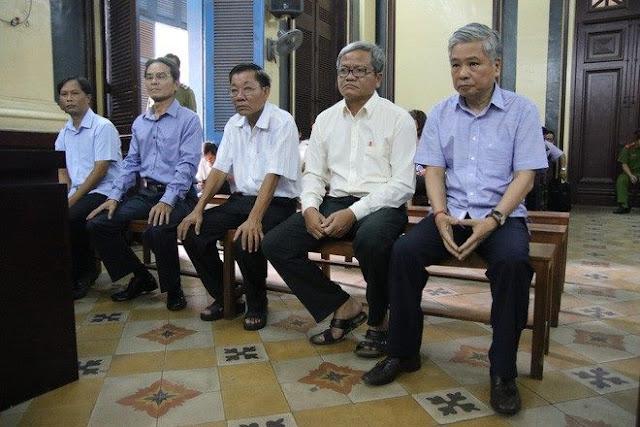 Ông Đặng Thanh Bình và 4 đồng phạm tại phiên xử.
