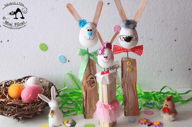 Rodzinka Wielkanocnych Króliczków – Dekoracja na Drewnie