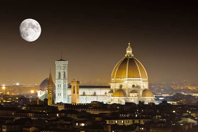 Panoramic view of the Duomo of Florence, at night