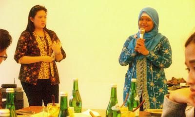 alumni sampoerna academy Ratna saat bercerita