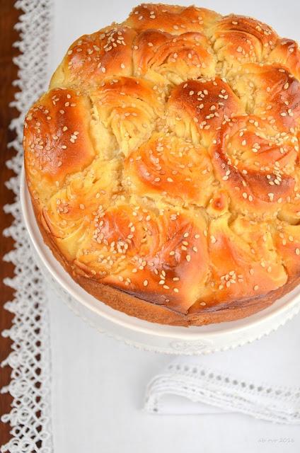 brioche-bulgara-al-miele-e-fiori-di-arancio