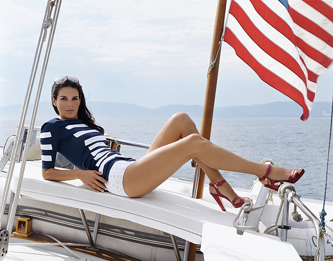 A Look at WAG & Extremely Sexy Actress Angie Harmon
