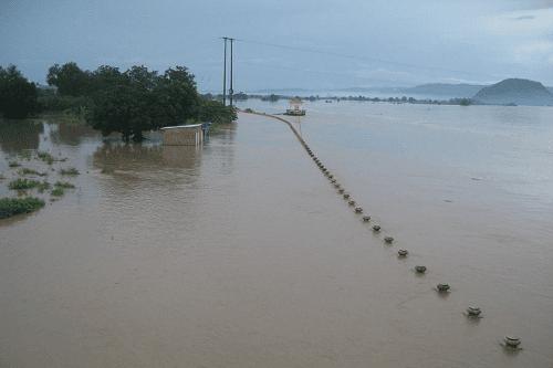 Lũ trên các sông từ Quảng Ngãi đến Phú Yên đang xuống