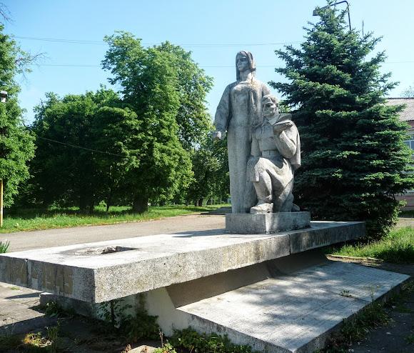Подорожі селами України. Лисятичі. Військовий меморіал