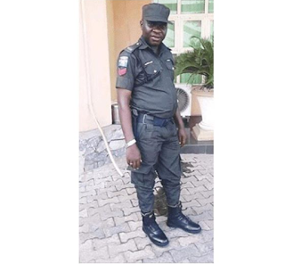 Nigeria Policeman killed while fighting for his cult group