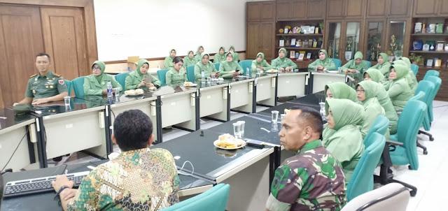 Danrem 141/Tp Bersama Isteri Kunjungi Perusahaan Tepung di Makassar