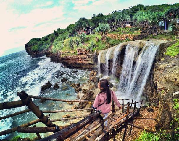 Jogan Beach Jogjakarta, Beauty Wrapped In Gorgeous Waterfall