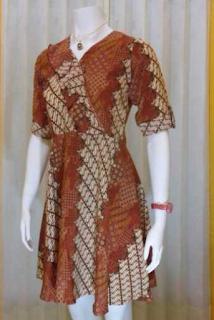 Model Ketiga Baju Batik atasan Wanita lengan pendek