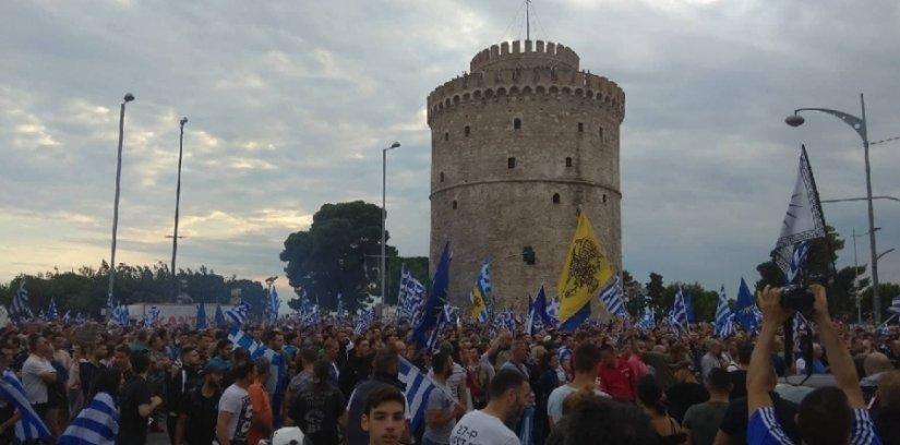 Θεσσαλονίκη: Συγκέντρωση υπέρ Μακεδονίας με κρεμάλες (!) για ΣΥΡΙΖΑ-ΑΝΕΛ - Επίθεση στα γραφεία των ΑΝΕΛ (βίντεο)