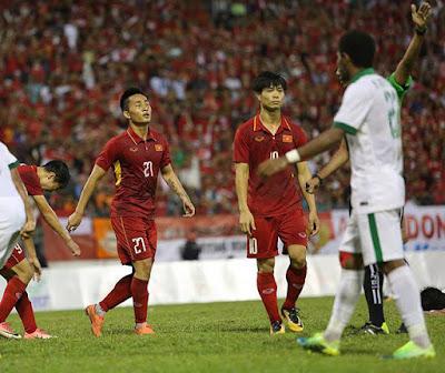 """Tuấn Tài nhận """"gạch đá"""" của cộng đồng mạng sau trận đấu với Indonesia"""